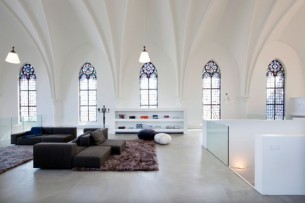 In an architectural venture to re-use culture, the Netherland-based Zecc Group converted this chapel into a pretty bad-ass apartment (?)—winning them the Dutch Design Award in 2008. Zang.